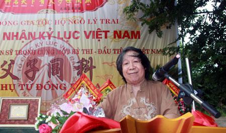 Giáo sư Lê Văn Lan tại buổi lễ đón nhận kỷ lục Guinness của dòng họ Ngô Lý Trai